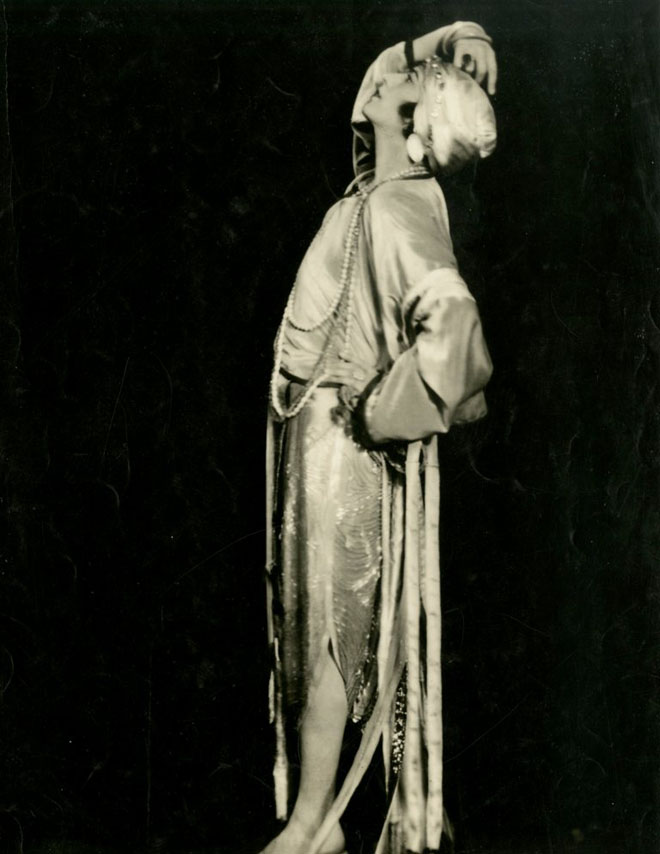 Teddy Gerard in the Midnight Frolic, 1917. From the Theater Collection. Museum of the City of New York, 62.100.211