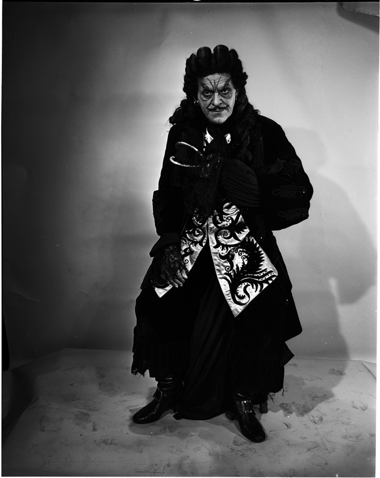 Lucas-Monroe. [Boris Karloff as Captain Hook], 1950. Museum of the City of New York. 80.104.1.2163