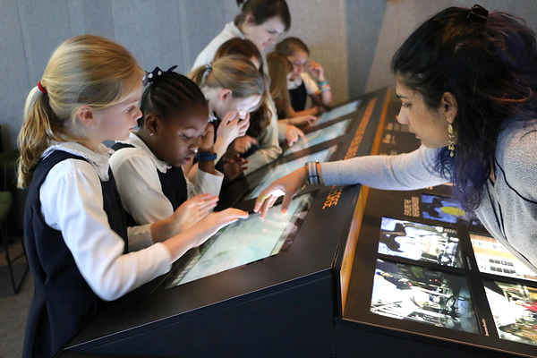 A photo of Jaiwantie Manni teaching a group of third graders in the Future City Lab at the Museum of the City of New York.