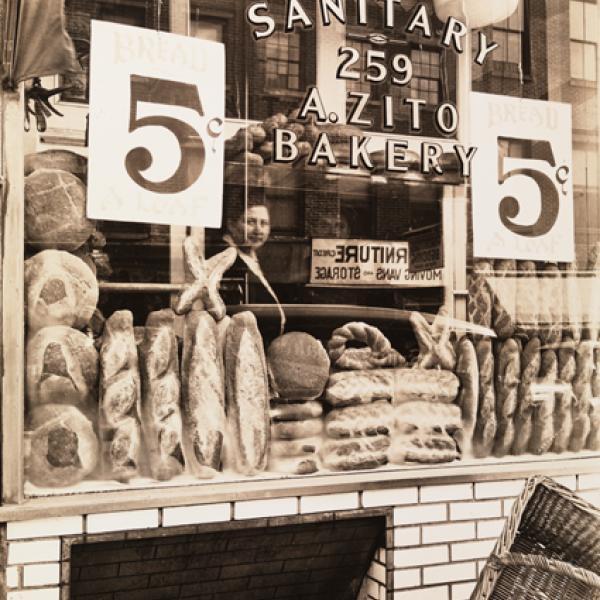 """Uma foto do museu de Berenice Abbott de """"Bread Store"""", tirada em 1937."""