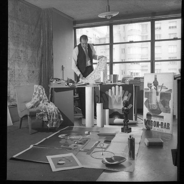 Fotografia de John Valcon, de 1949, da tarefa em que John estava trabalhando no Museu de Arte Moderna.
