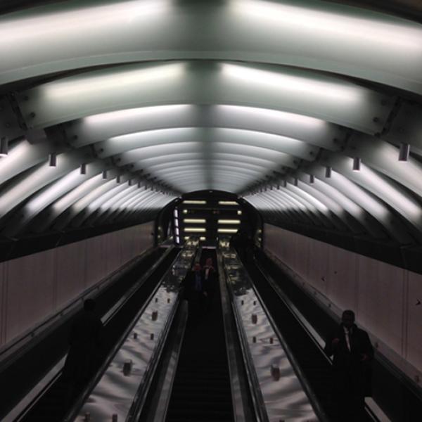 72 년 31 월 2016 일, XNUMX 번가에서 XNUMX 번가 지하철 입구. 뉴욕시 박물관에 대 한 저자의 사진