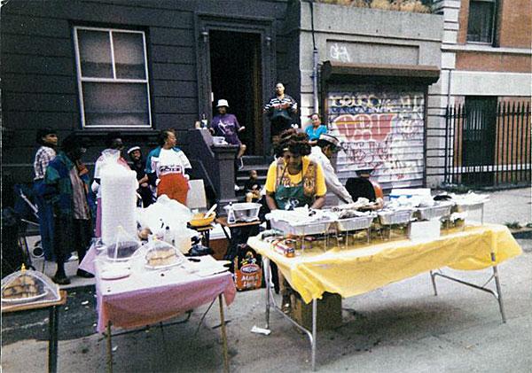 A associação de quarteirões de Miranda dá uma festa semelhante a esta.
