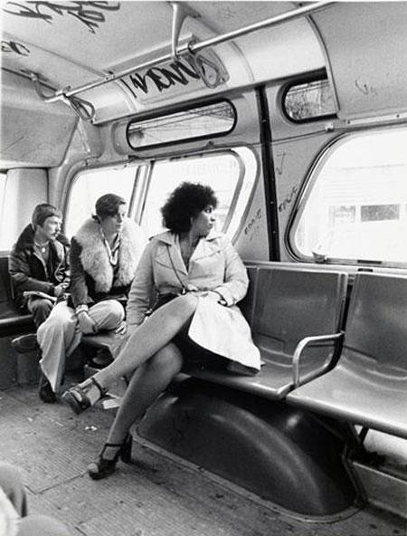 Os interiores dos ônibus das décadas de 1970 e 1980 eram diferentes dos atuais