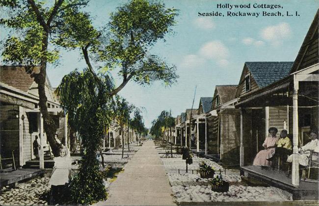 Cartão postal colorido mostrando o exterior de várias casas de praia com um quarto.