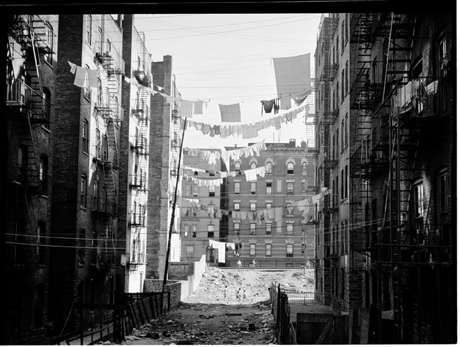 Sid Grossman (1915-1955), Vacant Lot between Buildings at 148th St., 1939. Museum of the City of New York. 43.131.9.7