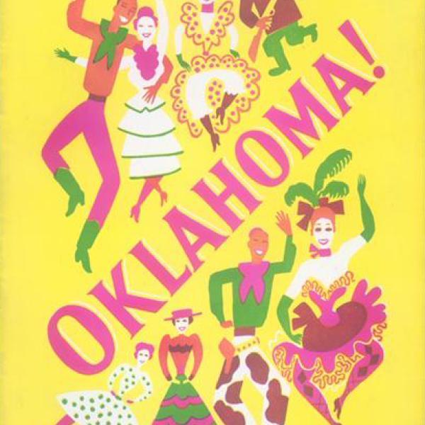 Uma foto de museu de um programa de lembranças para Oklahoma! performance teatral em 1943.