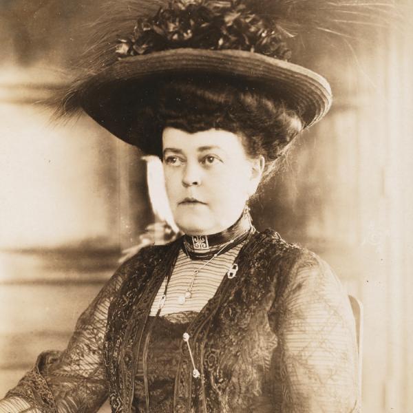 Uma foto de Alva Belmont, filantropo, socialite, sufragista e fundadora da Associação de Igualdade Política em Nova York.