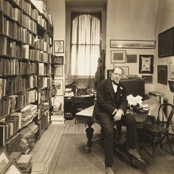 Uma foto do museu de AB Bogart de [Guido Bruno] em 1915.