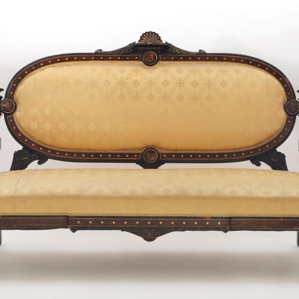 1875 년경 L Marcotte와 Co.의 소파, 뉴욕시 박물관에서 개최