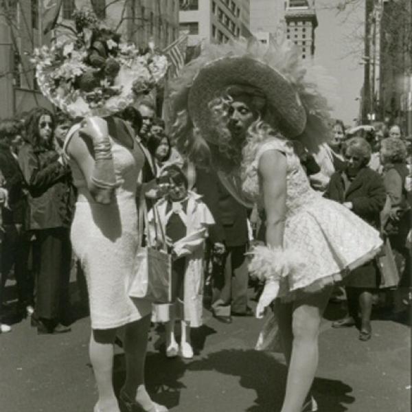 Uma foto do museu por Edwin Martin de um desfile de Páscoa de 1998.