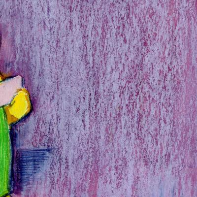 Fond violet avec un ours en peluche doré. L'ours porte une salopette verte avec une poche violette et tient une carte de correspondance