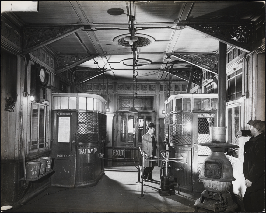 Arnold Eagle. Interior of an unidentified station of the Third Avenue El. 1948. Museum of the City of New York. X2010.11.9042.